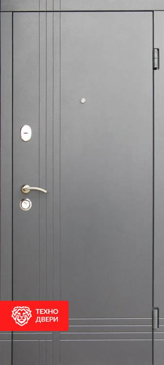 Дверь металлическая с напылением / МДФ матовый белый, 22340 внешняя сторона
